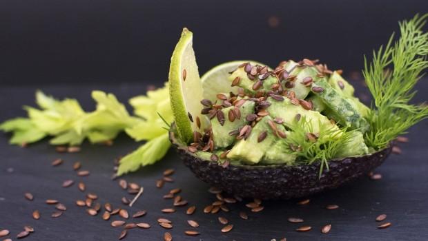 Avokadu ir salieru salotos su linu semenimis Arimex