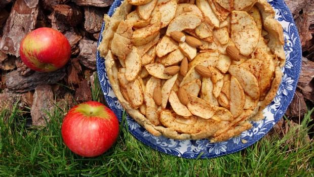 Obuolių riešutų pyragas